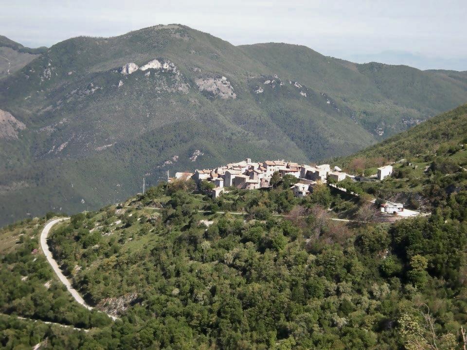 Le case dell'Arco, Monte San Vito, Scheggino, panorama, montagna, relax