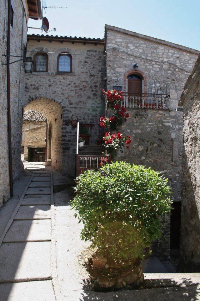 Le case dell'Arco, Monte San Vito, Scheggino, scorcio del paese