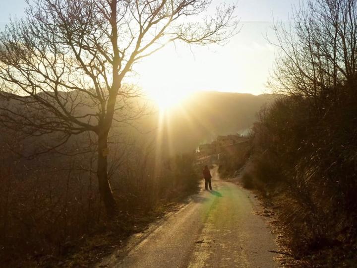 Le case dell'Arco, Monte San Vito, Scheggino, passeggiata all'aria aperta